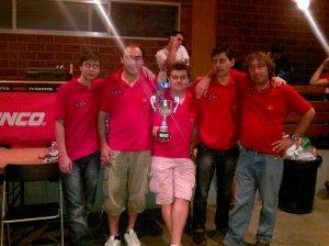 miembros del club slot ribagorza en el resiscat 2012 con la copa por la participacion